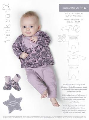 11420 Babysaet med sko - indeholder moenster til babybluse, babybukser, babysko